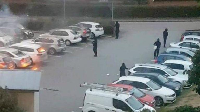 Gangs start car fires